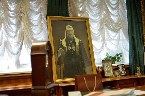 Portrait of Patriarch Tikhon in the office of Archpriest Vladimir Vorobiev.
