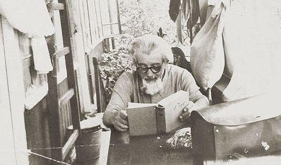 Протоиерей Михаил Семенюк дома. Ялта. 1966 г.