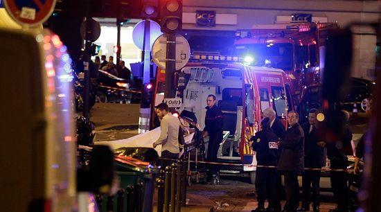 An injured person is evacuate following an attack in the 10th arrondissement of the French capital Paris, on November 13, 2015. © Kenzo Tribouillard / AFP