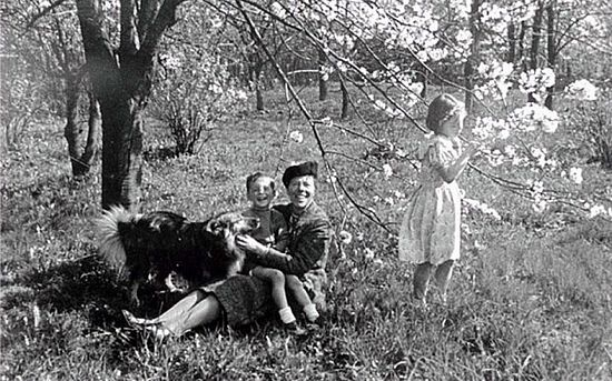 Grand Duchess Olga with grandchildren Leonid (L) and Kseniya Photo: east2west