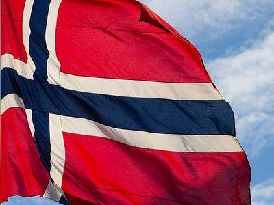 Норвегия: госслужбы требуют убрать кресты из зданий, где размещают беженцев