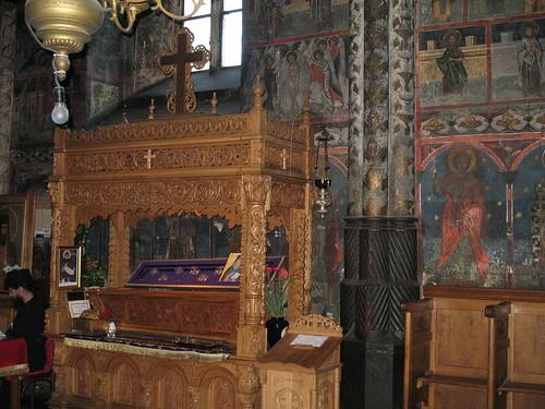 Рака с честными мощами преподобного Паисия в Вознесенском храме Нямецкого монастыря (Румыния)