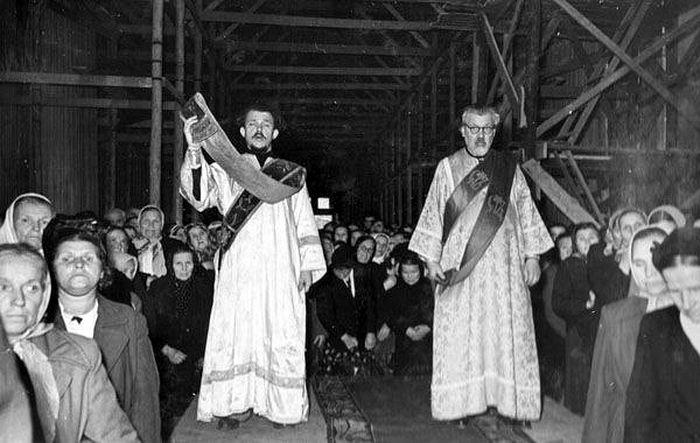 11 сентября 1957 года. Слева - протодиакон Андрей Мазур