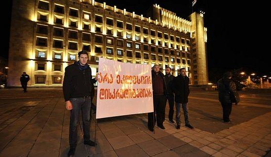 "Надпись на плакате: ""Нет дискредитации Церкви"""