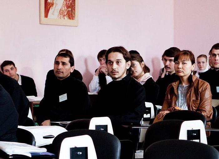 Аркадий Рамазян (слева) на научной конференции в МДАиС