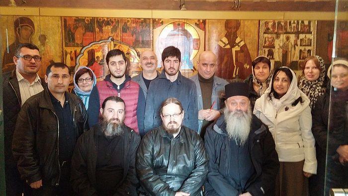 Отец Георгий Максимов с членами армянской православной общины Москвы