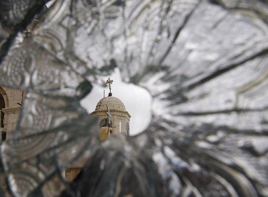 Разбијени прозор Седнајског манастира. 2012. г.