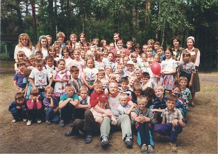Игорь Почековский с детьми баптистской воскресной школы
