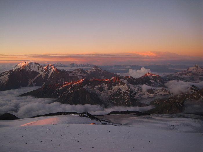 Восход на Эльбрусе. Фото сделано во время восхождения, 2011 год