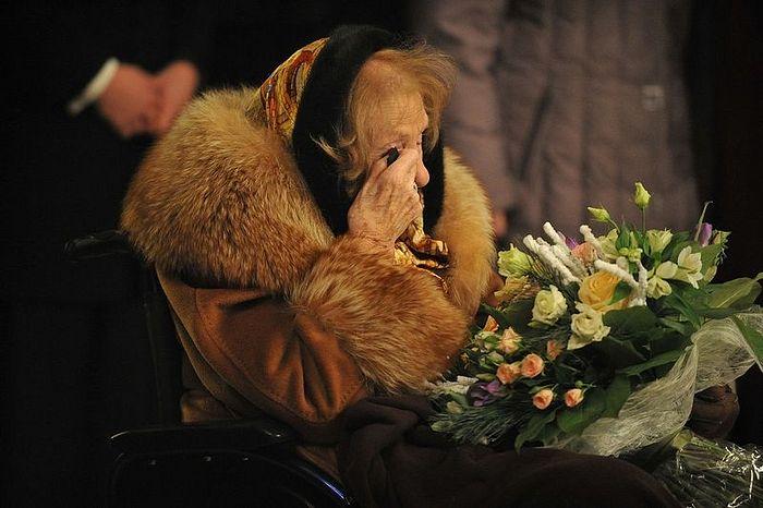 Баронесса не может сдержать слез