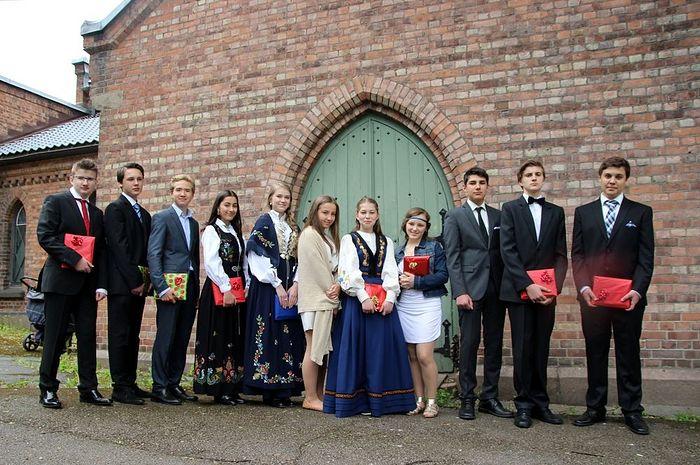 Выпускники молодёжных курсов катехизации. Фото из архива игумена Климента (Хухтамяки)