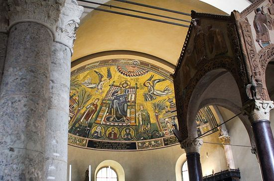Apse mosaic with ciborium in right foreground. Sant'Ambrogio, Milan. © Holly Hayes