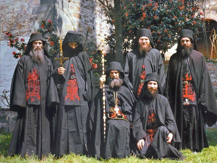 Старец Ефрем (Мораитис) с братией монастыря