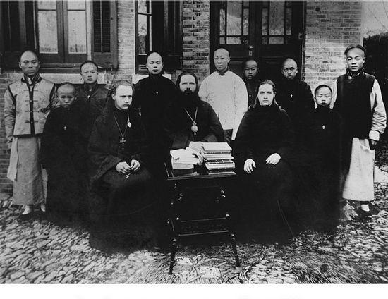 Епископ Иннокентий (Фигуровский) с членами Пекинской духовной миссии