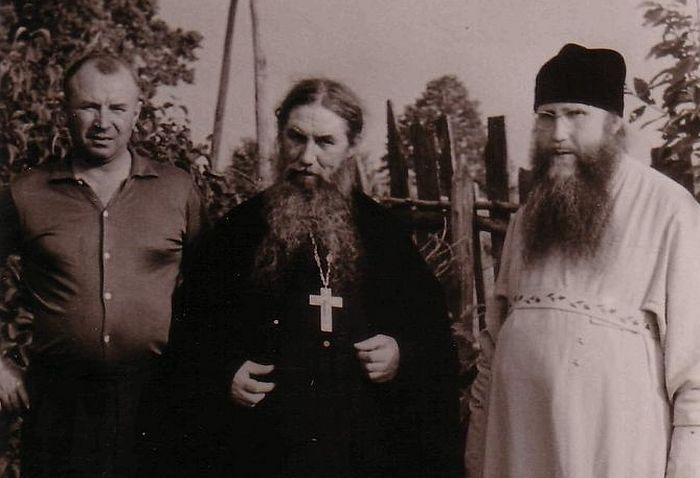 Отец Серафим с епископом Рязанским Симоном (справа)