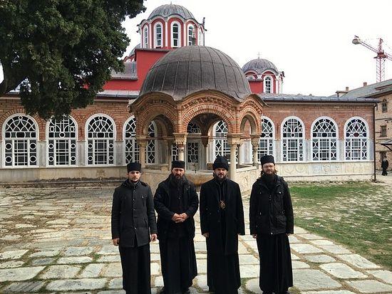 Перед соборным храмом Великой Лавры
