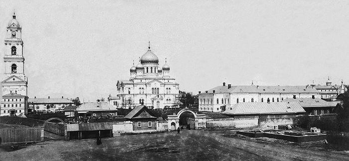 Вид Серафимо-Дивеевского монастыря с южной стороны. Начало XX века