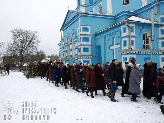 Фото: село Птичья. Крестный ход на Рождество
