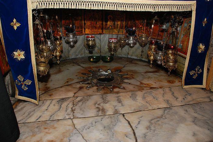 Предполагаемое место рождения Господа Иисуса Христа. Храм Рождества Христова, Вифлеем. Фото: Антон Поспелов / Православие.Ru
