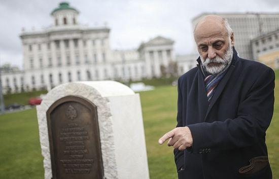 Скульптор Салават Щербаков, фото: Сергей Бобылев/ТАСС