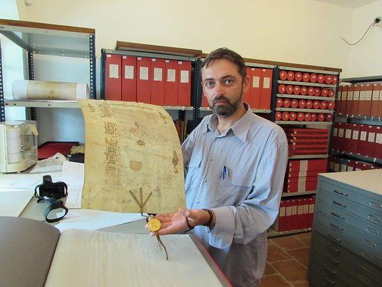 В архиве афонского монастыря Хиландар, в руках оригинал грамоты царя Ивана Грозного с золотой печатью