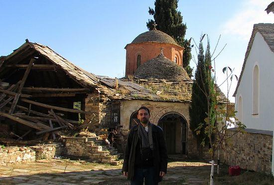 В древнерусском монастыре «Ксилургу» до его восстановления, ноябрь 2013