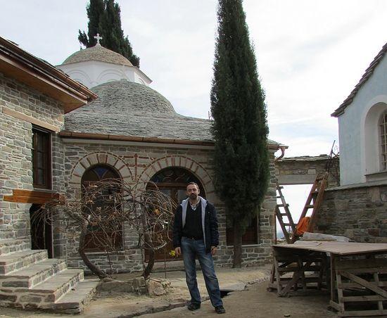 В древнерусском монастыре «Ксилургу» во время восстановительных работ, ноябрь 2015