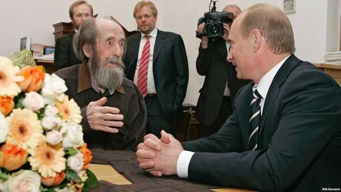 Putin gives Solzhenitsyn an award for his work in 2007. Source: RIA.