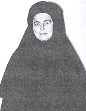 Believing that the habit worn by the nuns at Bussy-en-Othe was a bit too severe for America, Abbess Alexandra designed the above more modern habit for the nuns of the Monastery of the Transfiguration.