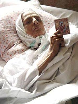 Нина Михайловна Федорова с «Хлебной» иконой Богородицы