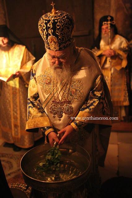 В Ватопеде торжества возглавил митрополит Закинфский Дионисий.