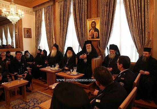 В зале собраний Ватопеда паломникам было предложено угощение.