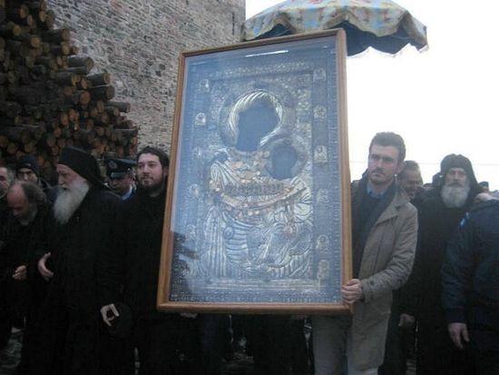 В Ивироне проходит традиционный Крестный ход с Иверской иконой Пресвятой Богородицы к морю.