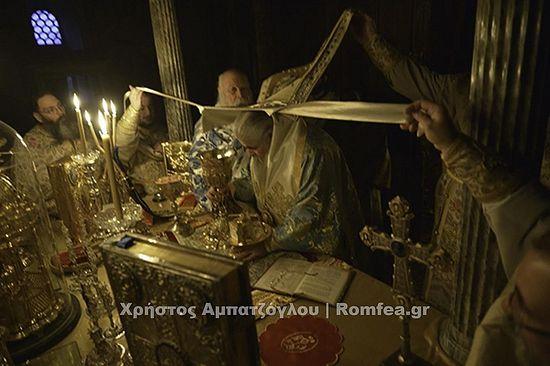 В ночь с 18 на 19 января состоялось четырнадцатичасовое богослужение.