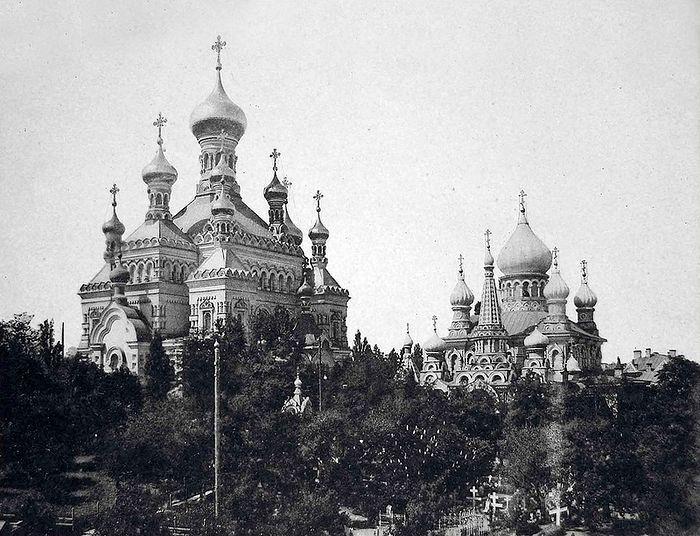 Киев. Храмы Покровского монастыря. Слева — Никольский, справа — Покровский. 1910-е г.г.