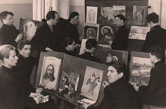 Иконописный кружок, отец Николай – в правом нижнем углу