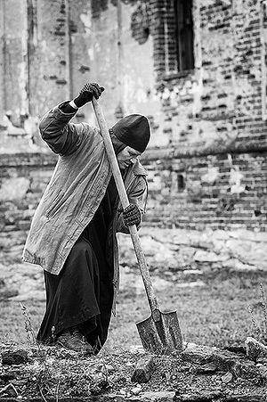 Если здесь будет монастырь, тогда люди и будут в селе, будет работа, уверена матушка Феодосия. Фото: Олег Астахов