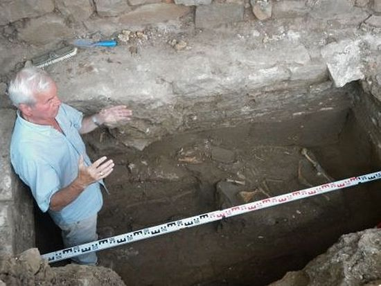 Bulgarian archaeologist Prof. Kazimir Popkonstantinov is pictured here with the sheep skeleton discovered inside the Early Christian tomb on the St. Ivan (St. John) Island in the Black Sea off the coast of Bulgaria's Sozopol. Photo: BurgasNews