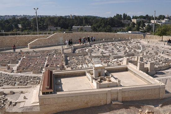 Фото 2. Jerusalem – модель Иерусалима 66 г. по Р.Х. в Музее Израиля с изображением Храма.
