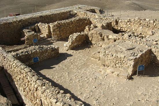 Фото 4. Израильский храм в Араде.