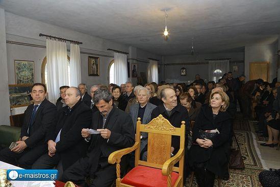 Депутат Димитрис Констандопулос - крайний слева