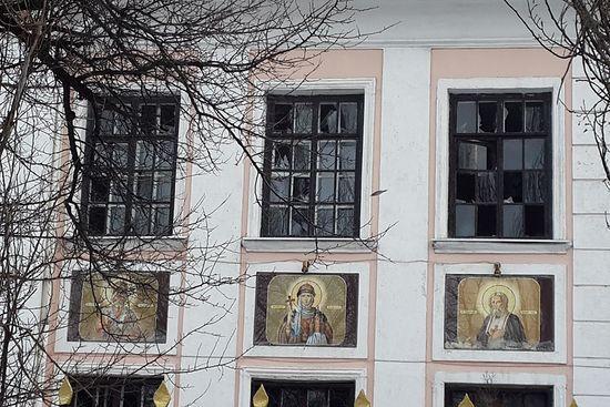 Храм после гранатирања у јануару 2015. године