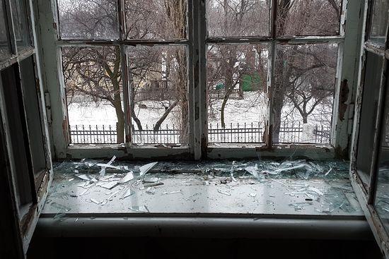 Поглед кроз прозор после артиљеријске ватре