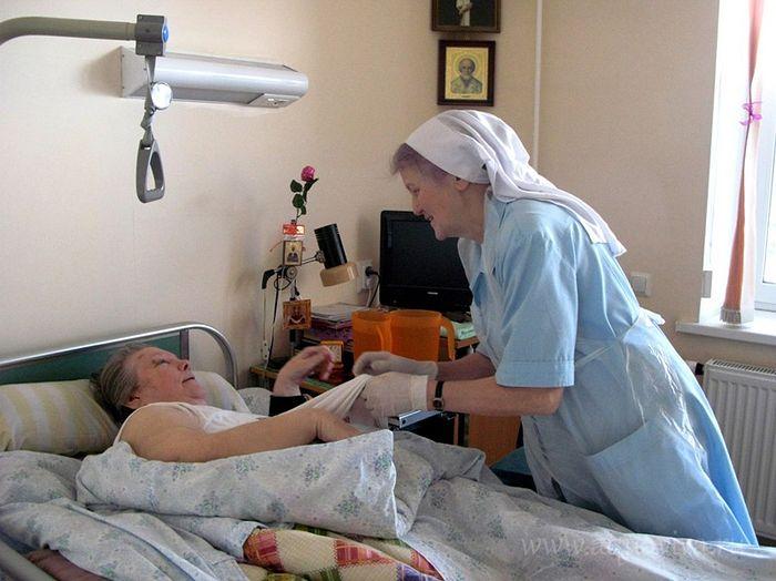 Уход за больными пациентами