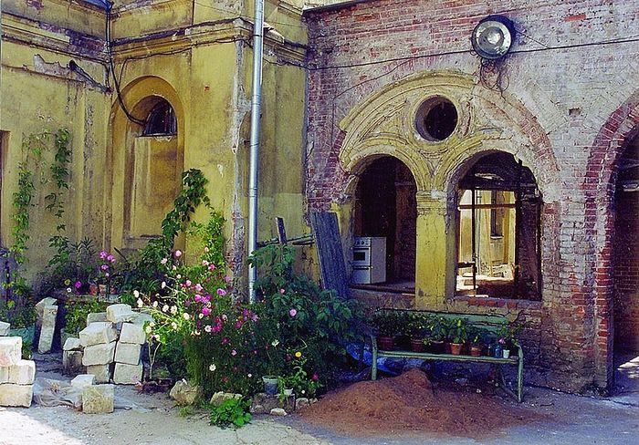 1990-е гг. В таком виде монастырь отдали сестрам