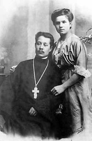 Priest Mikhail Gusev with his spouse, 1912