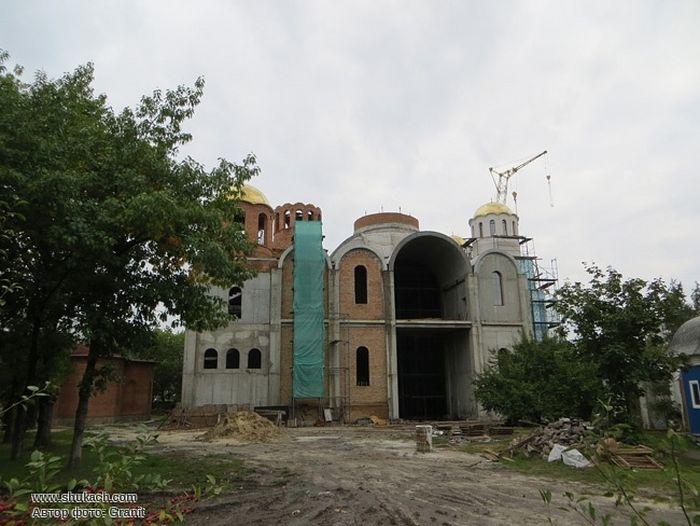 Строящийся собор Архангела Михаила