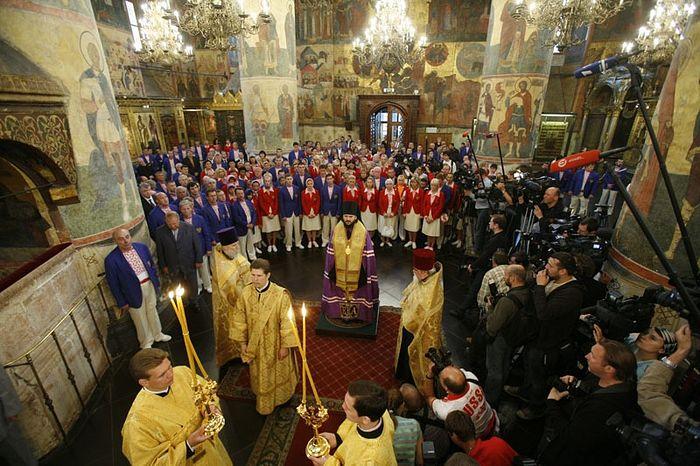 Молебен в Успенском соборе Московского Кремля перед началом выступления российской сборной на Олимпиаде в Пекине