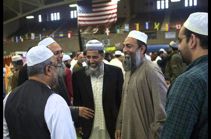 being muslim in america essay Countless stereotypes and misrepresentation about arab muslim women have been dominating the western media it all started with the theory of clash of civilization that was written by samuel p huntington in 1997.