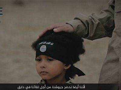 В новом ролике ИГ ребенок взрывает пленных и угрожает Англии